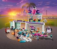 41351 LEGO® Friends Tuning Werkstatt*:   Die LEGO® Friends Tuning Werkstatt (41351) verfügt über einen Ausstellungsra