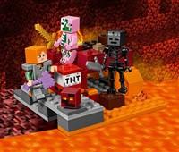 21139 LEGO® Minecraft™ Nether-Abenteuer*:   Schlüpf in deine Eisenrüstung, schnapp dir deine verzauberte Axt und mach di