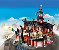 70670 LEGO® NINJAGO Kloster des Spinjitzu:   Trainiere im Kloster des Spinjitzu gemeinsam mit Meister Wu, Jay, Nya, Zane,