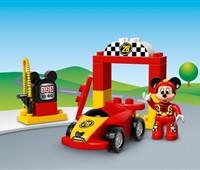 10843 LEGO® DUPLO® Mickys Rennwagen*:   Kleine Fans von Micky Maus werden den Rennwagen, den Starttorbogen und die Z