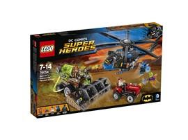 76054 LEGO® DC Universe Super Heroes™ Batman™: Scarecrows™ gefährliche Ernte:   Gas Mask Batman™ und Blue Beetle™ eilen dem verängstigten Farmer im Batcopte