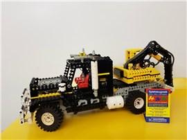 """LKW mit Kran:   Fertiges Lego Modell von LEGO®    """"LKW mit Kran von Lego Technic""""    M"""