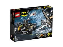 76118 - LEGO® DC Universe Super Heroes™ - Batcycle-Duell mit Mr. Freeze™:   Kinder können als Batman™ und Robin™ ihre eigenen spannenden Abenteuer erleb