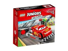 10730 LEGO® Juniors Lightning McQueens Beschleunigungsrampe*:   Bereite dich zusammen mit Disney•Pixars Lightning McQueen auf das nächste gr