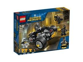 76110 LEGO® DC Universe Super Heroes™ Batman™: Attacke der Talons:   Tu dich mit Batman™ und Ace the Bat-Hound™ zusammen, um die Talon Assassins™